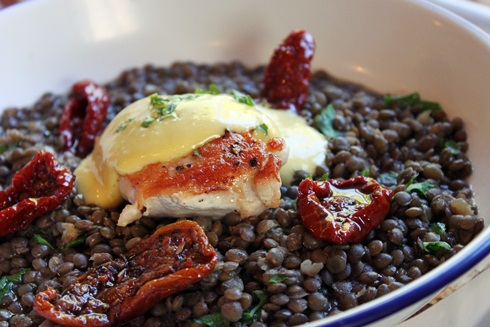 Braised lentils with chicken and aioli